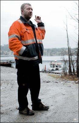 VAR DER: Stian Frogh kjenner skipperen på Utøya-fergen, og brukte traktoren sin for å få fergen løs fra sandbanken, etter at den kjørte seg fast. Foto: KRISTER SØRBØ