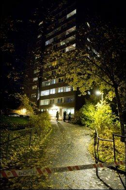 RAMMET: Her er blokken i Hellerudveien på Haugerud i Oslo som ble rammet av eksplosjonen fredag kveld. Foto: ESPEN BRAATA, VG