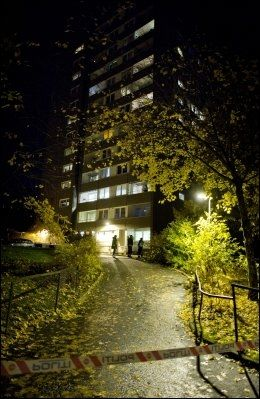 INGEN SKADET: Eksplosjonen skjedde i 10. etg. i Hellerudveien 84, ingen ble alvorlig skadet. Foto: Espen Braata/VG