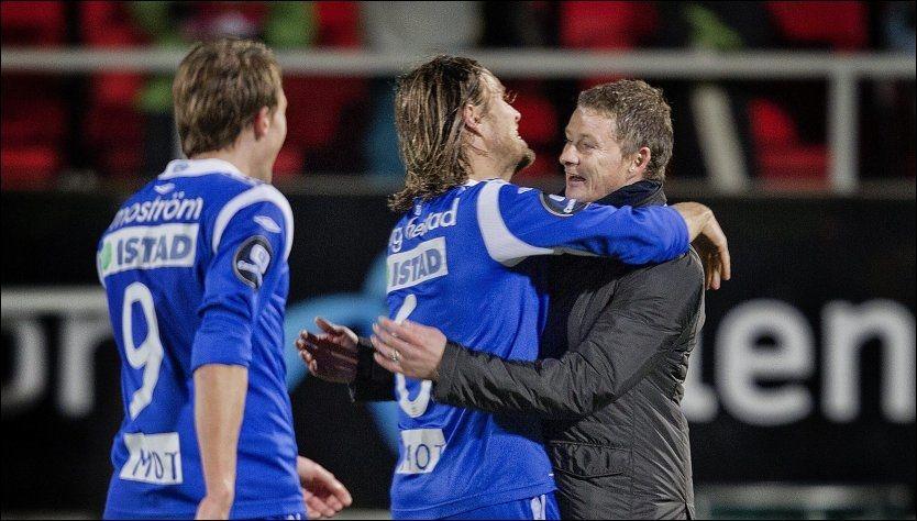 ENDELIG: Molde med Ole Gunnar Solskjær og veteran og kaptein Daniel Berg Hestad i spissen kan endelig juble for klubbens første seriegull. Foto: Scanpix