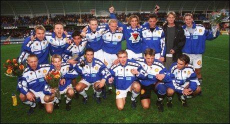 SØLVLAG: Her er ett av Moldes syv sølvlag, dette laget ble nummer to i eliteserien i 1999. Foto: Scanpix