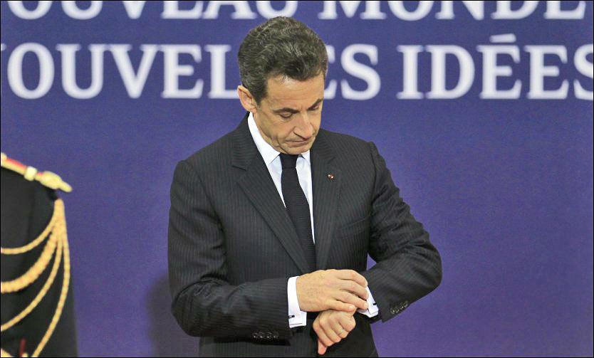 MØTE OM EUROEN: Tiden er knapp for de europeiske lederne som håper å unngå full krise i Hellas. Frankrikes president Nicolas Sarkozy opplyser at det skal være et minitoppmøte for euroledere mens G20-møtet pågår i Cannes. Foto: REUTERS/Yves Herman/SCANPIX