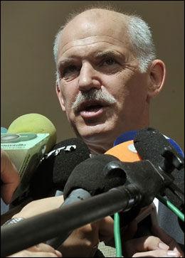 UPOPULÆR: Hellas' statsminister Giorgos Papandreou har havnet i hardt vær etter sitt forslag om folkeavstemning om krisepakken fra EU. Foto: AFP