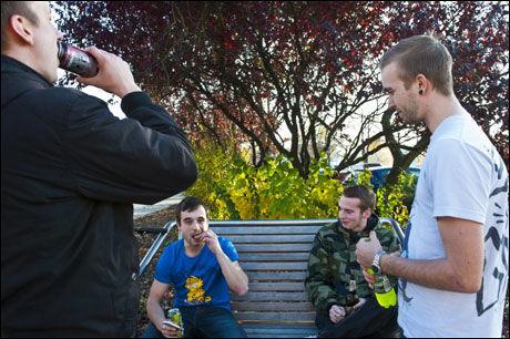 NOK FÅR VÆRE NOK: De sosiale problemene i Berlin-bydelen Marzahn er store. Innbyggerne advarer tyske politikere mot å glemme vanskene i eget land midt i eurokrisen. Foto: THOMAS GRABKA/VG