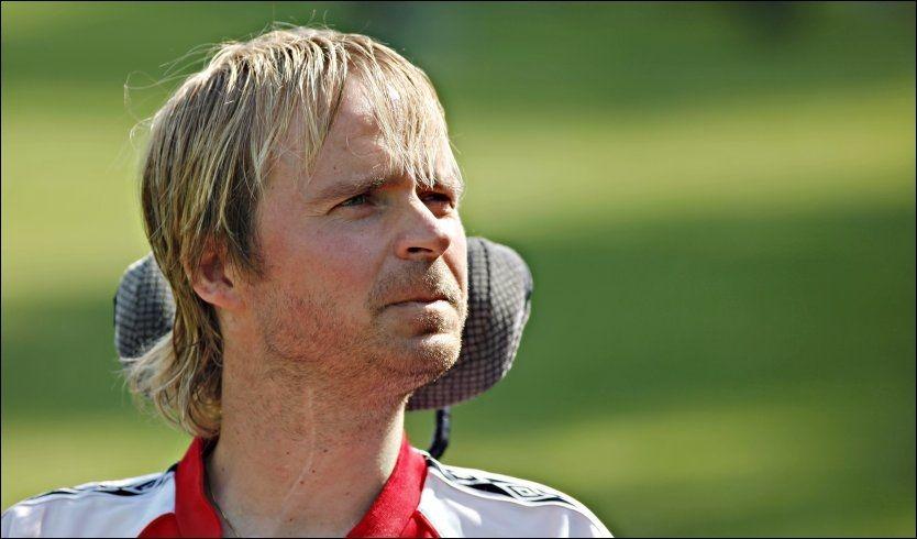 HEDRET: Dagfinn Enerly fikk NISO og Norsk Tippings hederspris under «Årets spiller 2011». Foto: Gisle Oddstad, VG