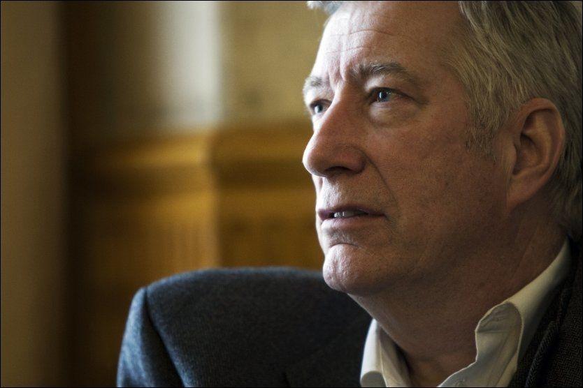 VIL UT: Sigbjørn Johnsen og Finansdepartementet vil helst slippe kostbare utslippskutt på hjemmebane. Nå brygger det opp til knallhard kamp i regjeringen. FOTO: FRODE HANSEN/VG