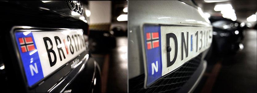 GANSKE LIKE: På avstand er det ikke så lett å se forskjell på og aluminiumskilt (til høyre) og plastskilt, men fra siden ser man at bokstavene og tallene på alu-skiltene står litt ut. Foto: Harald Henden