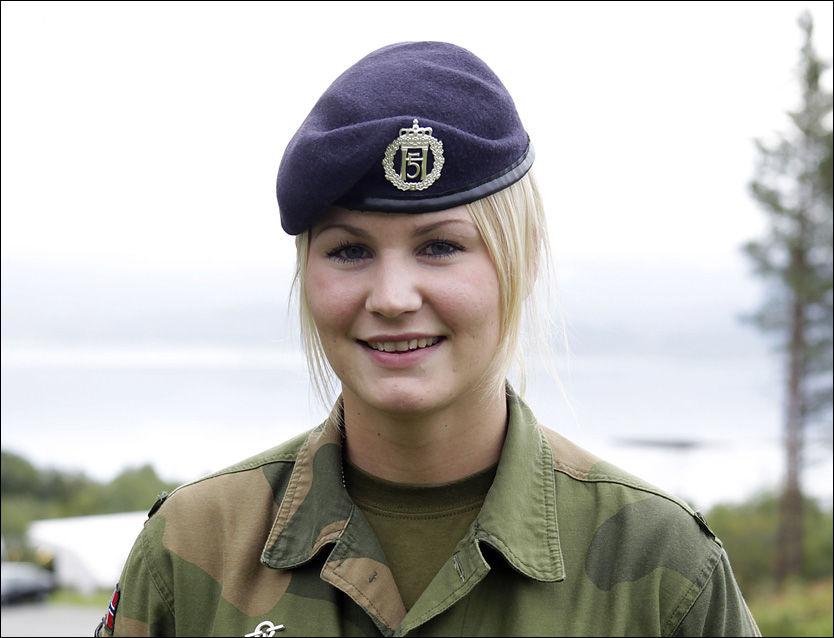FIKK NAKENORDRE: Det var under en feltøvelse Alice Asplund ble befalt av en løytnant å kle av seg alle klærne og bade naken. Foto: Privat