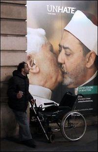 Trekker reklame etter kritikk mot pavekos