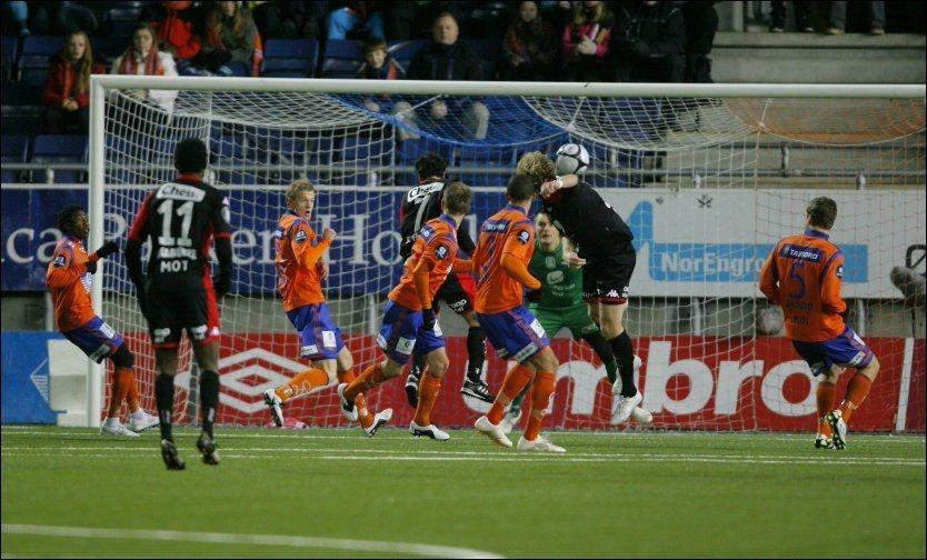 INGEN REVANSJE: Brann fikk ingen revansje fra cupfinaletapet mot Aalesund. Magnus Sylling Olsen setter her inn 1-0. Foto: Svein Ove Ekornesvåg / Scanpix
