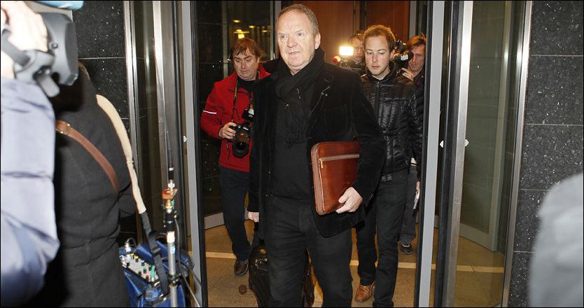 RAPPORTEN KLAR: Her ankommer rettspsykiaterne Torgeir Husby Oslo tingrett hvor han overleverte rapporten tirsdag morgen. Foto: Scanpix