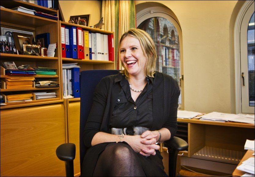 PÅ STORTINGET: Sylvi Listhaug kom inn som vara på Stortinget onsdag. Her er hun på kontoret til Christian Tybring-Gjedde, som hun vikarierer for. Foto: Frode Hansen, VG
