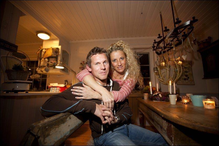 NY KJÆRLIGHET: Espen Simonsen (34) og Bianca Tønnessen Vestvik (36) opplevde det verst tenkelige: At den de elsket døde fra dem. Etter å ha funnet hverandre oppfordrer de folk i samme situasjon til å bryte tabuene og våge å elske på nytt. Foto: Alf Øystein Støtvig/ VG