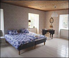 DRØM SØTT: I blomstrete sengetøy på Hotell Stelor. Foto: Marte Vike Arnesen