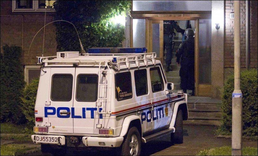 FRYKTET BOMBE: Politiet fryktet at rommet som Anders Behring Breivik disponerte hos moren kunne være rigget med sprengstoff, og beredskapstroppen gikk til aksjon ved midnatt 22. juli. Foto: Frode Hansen
