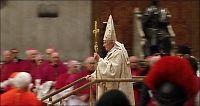Paven holdt tidlig midnattsmesse