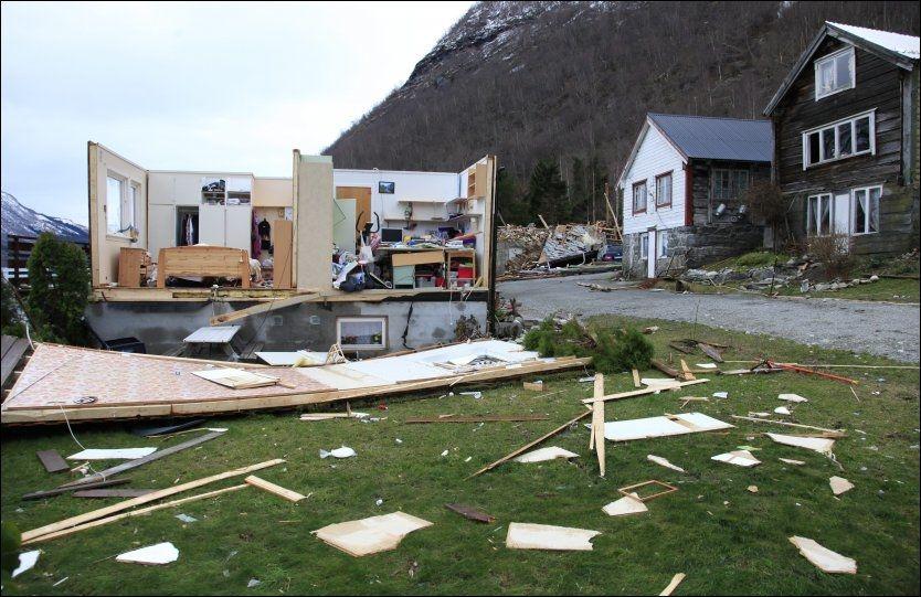 RASERT: Huset til Berit Myren (66) i Lodalen ble fullstendig rasert av stormen «Dagmar» 1. juledag. Foto: Per Svein Reed