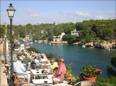 MALLORCA: Balearene med favorittøya Mallorca utgjør 12 prosent av Spania-turismen fra Norge. Her deilige Cala Fuguera sørøst på øya. Foto: Dag Fonbæk