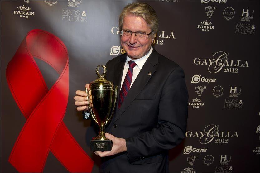 VINNER: Fabian Stang ble kåret til Årets Hetero på homo-gallaen. Foto: Simen Øvergaard /Gaygalla2012