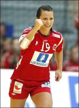 HELT RÅ: Slik beskriver håndballstjernen Nora Mørk Marit Bjørgen. Foto: Scanpix