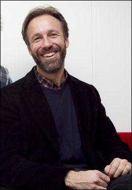 ENDELIG FORSTÅTT: Thomas Giertsen brakk håndleddet i håndbakduell med en dame i 2002. Etter å ha sett Marit Bjørgens muskler mener han endelig å ha forsått hvordan det kunne skje. Foto: Scanpix