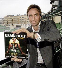 JOBBER MED STERK MOTSTANDER: Steinar Hoen satser alt på å få en skikkelig 100 meter-duell på Bislett til sommeren. Dette bildet er tatt for et år siden da Bolt ble klar for fjorårets stevne. Foto: Jan Petter Lynau, VG