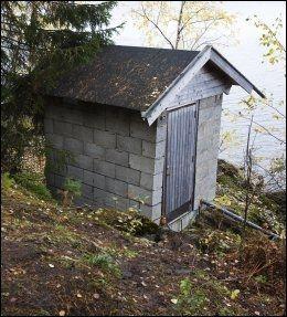 TRAGEDIE: I alt 13 ungdommer ble drept ved pumpehuset på Utøya. Håvard Vederhus prøvde gjentatte ganger å få helikopter ut til øya. Foto: Frode Hansen, VG