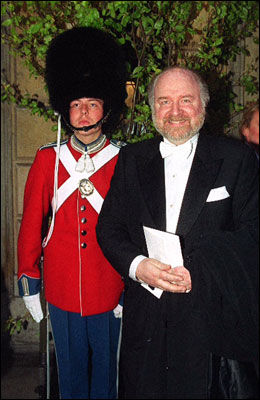 EKSPERT: Kongehusekspert Kjell Arne Totland, her tilstede på en kongelig galla i København ved en av dronning Margrethes tidligere store feiringer i København. Foto: Antony Jones