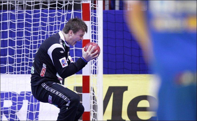 HELTEN: Ingen jublet høyere enn Ole Erevik da sluttsignalet gikk i Millennium Arena i Vrsâc i kveld. Foto: Scanpix