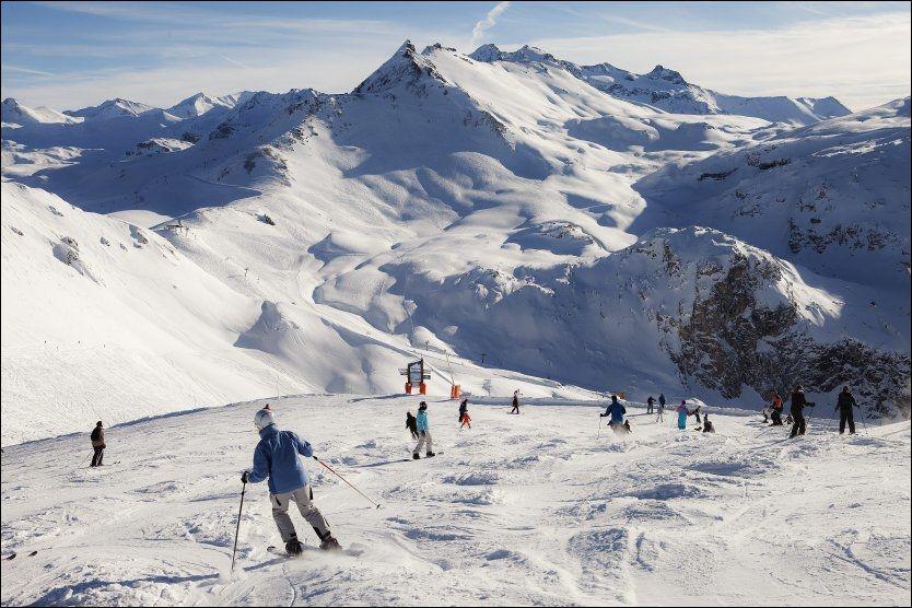 HØYE TOPPER: I Val d'Isères løypenett «Espace Killy» går heisene helt opp til 3456 meter og derfra er utsikten og skikjøringen himmelsk. Foto: MAGNAR KIRKNES