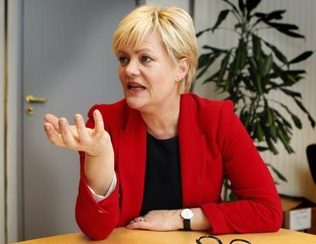 VURDERER NORSKKUTT: Kunnskapsministeren vil sette større fokus på hovedmålet. Foto: Nils Bjåland