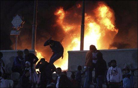 BRANN: Etter fotballvolden i Port Said satte ukjente gjerningspersoner fyr på al-Ahlys stadion i Kairo. Foto: REUTERS
