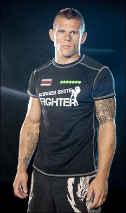 NI NM-GULL: Joakim Aardalen kommer fra en stor brytefamilie og har vært på landslaget i mange år. Nå satser han på MMA. Foto: Viasat