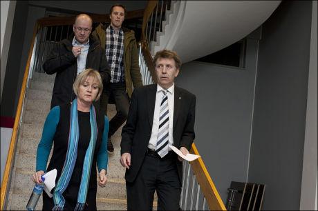 HOLDT PRESSEKONFERANSE: Helge Solum Larsen, nestleder i Venstre, har blitt anmeldt for voldtekt og trekker seg fra vervet i partiet, opplyste Stavanger Venstre på en pressekonferanse tirsdag kveld. Foto: Marie Von Krogh