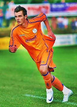 TRIVDES Rockey Lekaj spilte i Sheffield Wednesday, her er han i kamp for A-laget i Championsship. Han trivdes i klubben, men følte allikevel det var riktig å returnere til Norge. Foto: privat Foto: