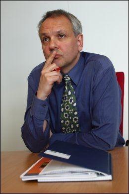 BEKLAGER: Assisterende divisjonsdirektør Preben Aavitsland ved Folkehelseinstituttet, sier han synes 35 syke barn er veldig mange. Foto: Tore Kristiansen, VG