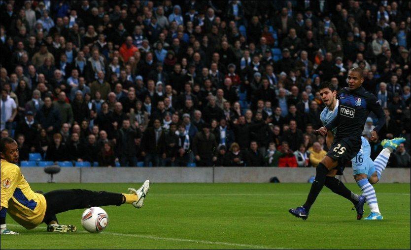 19 SEKUNDER: Sergio Agüero sendte Manchester City i føringen allerede etter 19 sekunder mot Porto. Foto: Ap