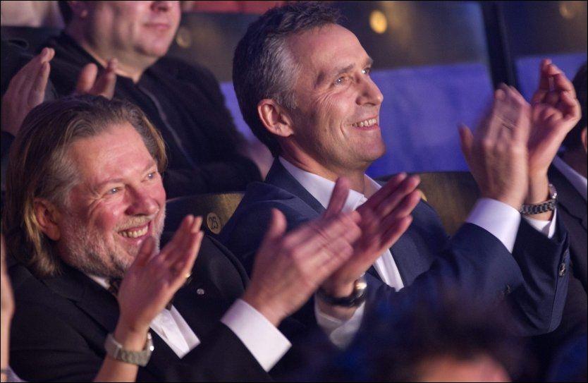 GLAD I NORSK MUSIKK: Jens Stoltenberg hører på svært variert musikk, men har flere norske låter på sin spilleliste. Her er han på D.D.E-konsert. Foto: Daniel Sannum Lauten / VG