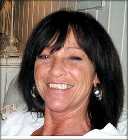 SØRGER: Thelmas eier, Tirill Nyberg, sier hun ikke forstår hva som får et menneske til å mishandle dyr.