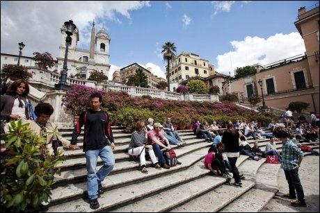 SPANSKETRAPPEN: På en varm vårdag kan det være fint å sette seg ned, for å ta en pust i trappen. Foto: JØRGEN BRAASTAD