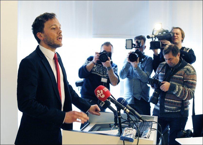 PRESSET: Audun Lysbakken har vært under sterkt press etter avsløringen om at det SV-styrte departementet bevilget penger til en undergruppe av Sosialistisk Ungdom. Mandag kunngjorde han at han går av. Foto: Trond Solberg. VG
