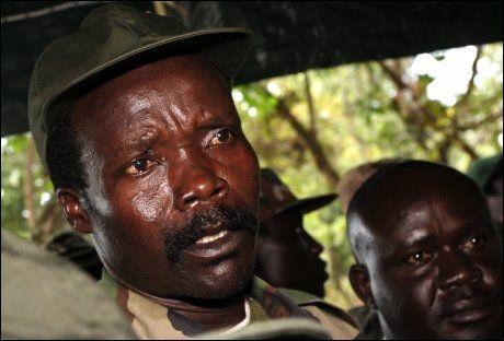ETTERSØKT: I 2005 ble Joseph Kony ettersøkt for krigsforbrytelser etter grove overgrep, som slaveri, drap og voldtekt, mot folk i Nord-Uganda. Foto: Ap