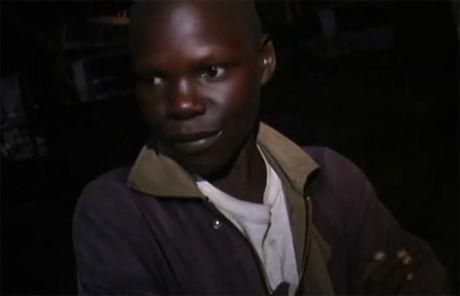 SÅ BROREN BLI DREPT: Den tidligere barnesoldaten Jacob forteller sin historie i den 30 minutter lange filmen. Foto: Skjermdump fra «Kony 2012» Foto: Foto: