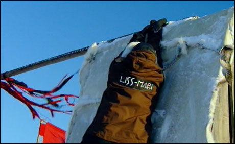 BRAKK FINGEREN: Allerede i første episode blir det dramatikk når Liss-Mari brekker fingeren i hinderløypa. Foto: TV3