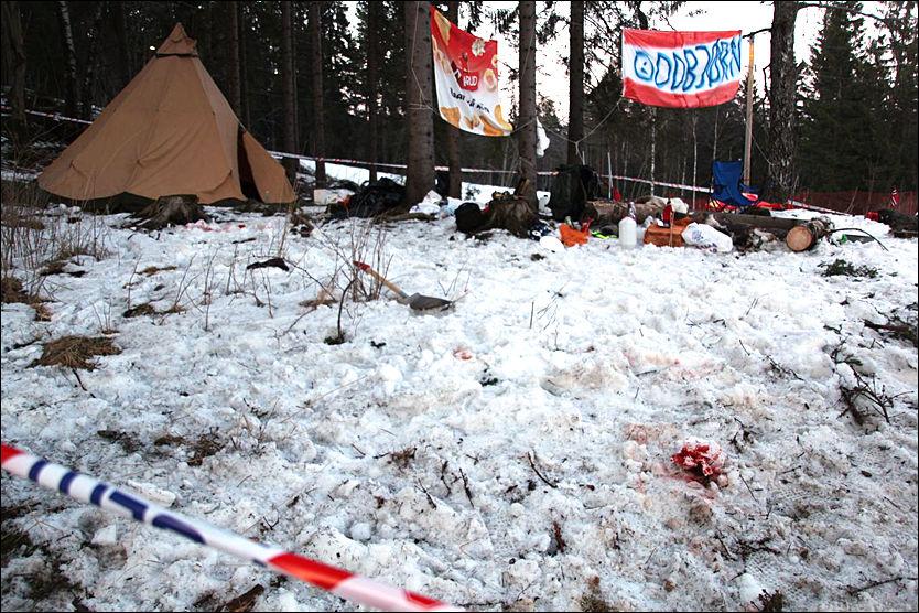 BLODIG: Spaden på bildet skal ha blitt benyttet i et slagsmål som oppsto rett ved skiløypa til World Cup ved Holmenkollen. Foto: Daniel Dale Laabak