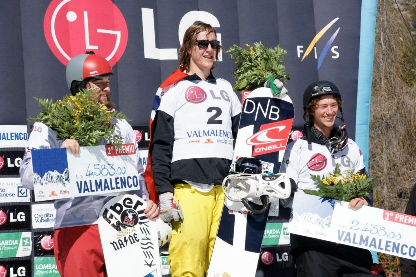 ENDELIG PÅ TOPPEN IGJEN: Stian Sivertzen kunne endelig ta plass på toppen av pallen etter å ha vunnet alle heatene i snowboardcross i Italia. Foto: Snowboardforbundet