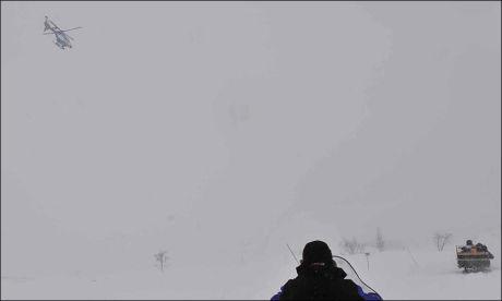 UVÆR: Det blåser sterk vind og snør i leteområdet. Foto: LASSE ALLARD