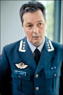 I SORG: Stasjonssjef Diderik Willem Kolff på Gardermoen militære flystasjon. Foto: SCANPIX