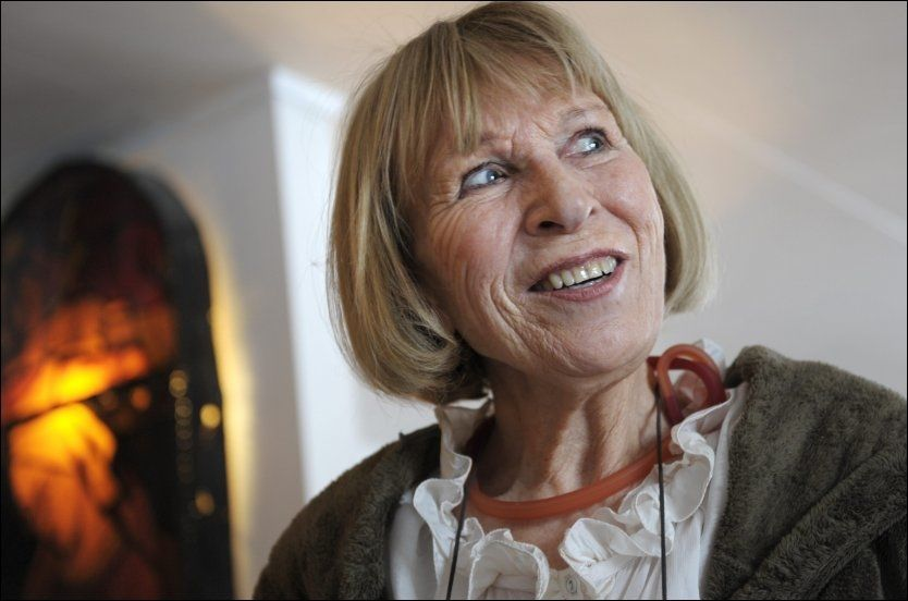 AKTIV PENSJONIST: Åshild Ulstrup er klar med sin tiende bok, en bok der liv og død møtes. Foto: HELGE MIKALSEN