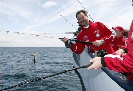 SYKMELDT: Per-Erik Alcén på fisketur med det norske landslaget under VM i Canada i 2008. Foto: Scanpix